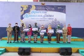 Bahasa dan Aksara Jawa Anjayeng Bawana Melalui Kompetisi Bahasa Sastra